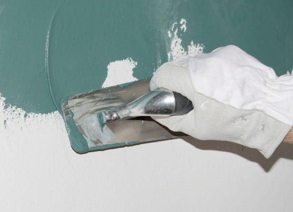 Пластичная влагозащитная смесь наносится толщиной от 1 мм до нескольких сантиметров