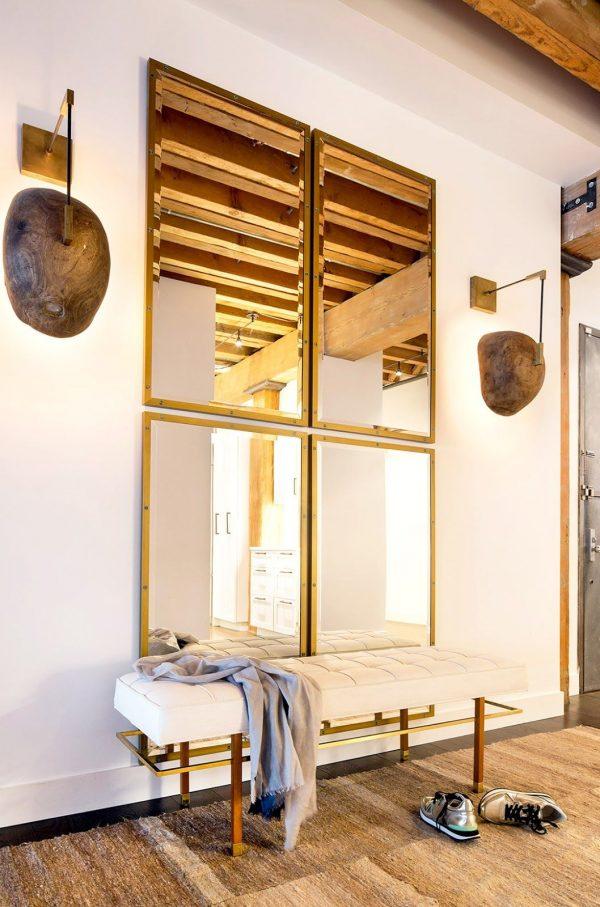 зеркало в маленьком коридоре