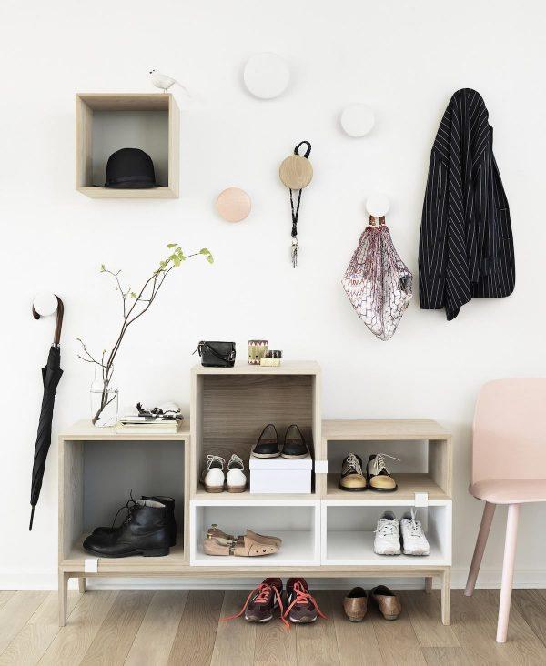 стильная открытая мебель в коридоре