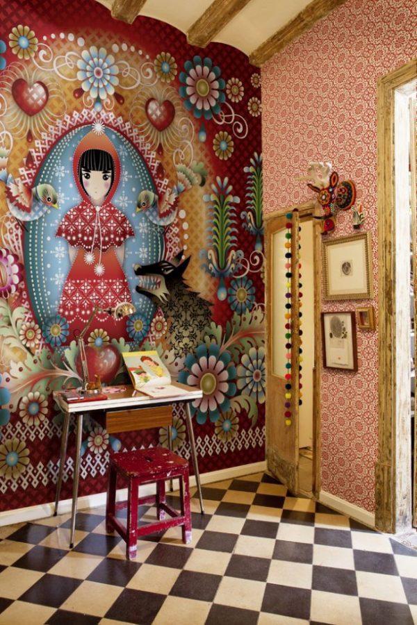 сказочный персонаж на стенах комнаты девочки