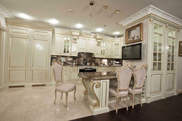 мрамор и дерево на кухне