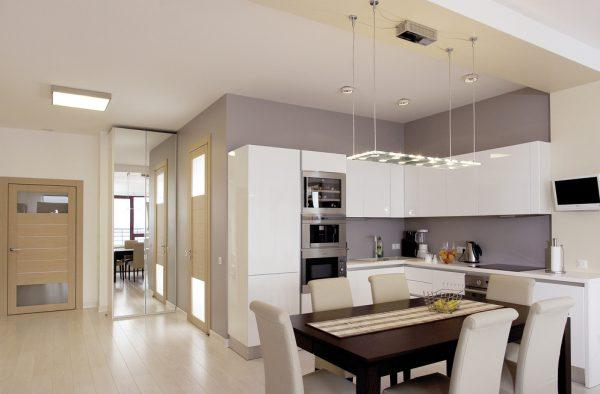 прямоугольный светильник над обеденной зоной кухни минимализм