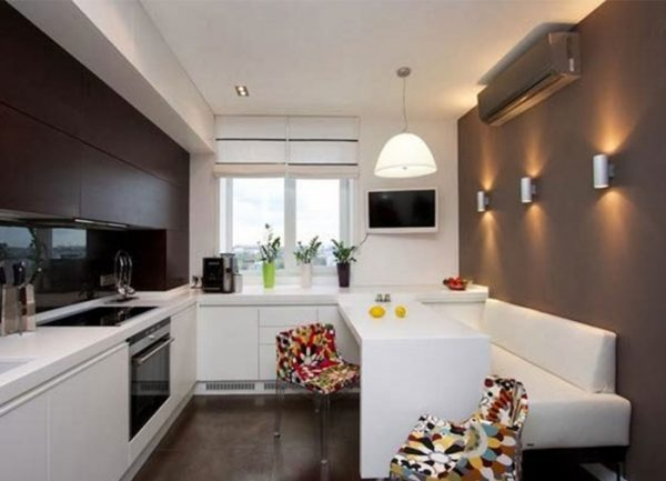 коричневые стены на кухне