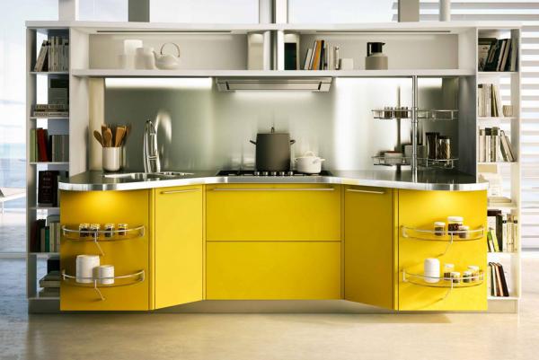 прямолинейная кухня с закруглёнными фасадами