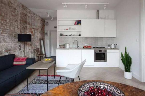 белая линейная кухня