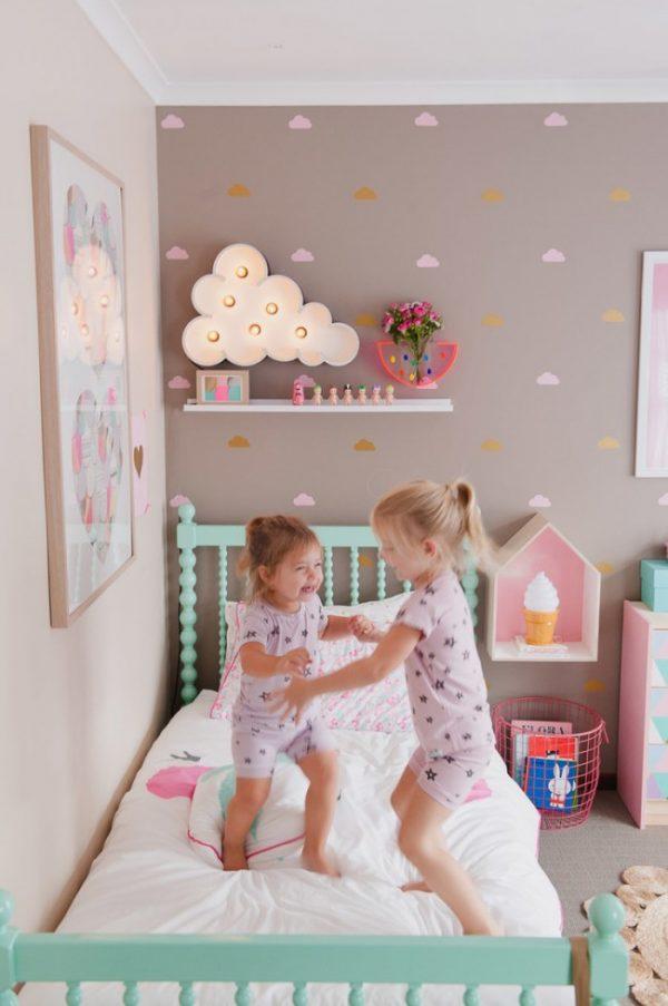 рисунок облачка на стене в детской комнате