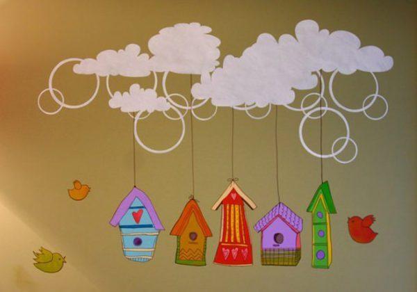 белые облака с домиками на стенах детской