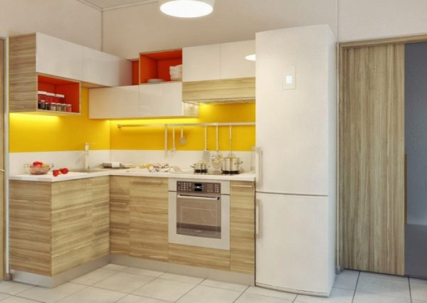 необычное расположение верхних полок кухни