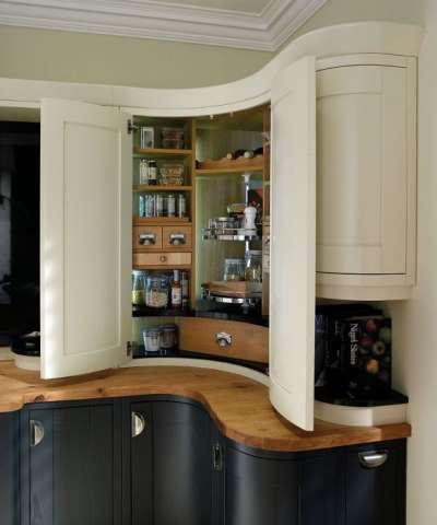 угловая кухня с закруглёнными торцами