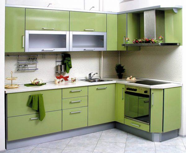 угловая зелёная кухня