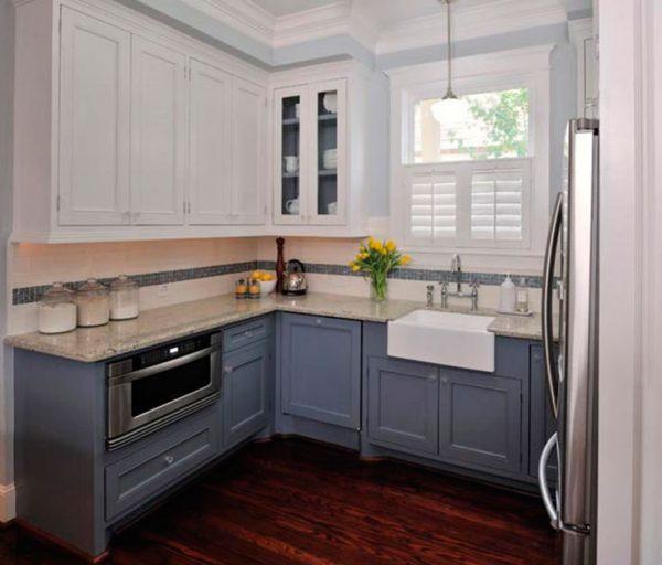 угловая кухня с рамочными фасадами