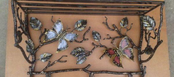кованая вешалка с бабочками