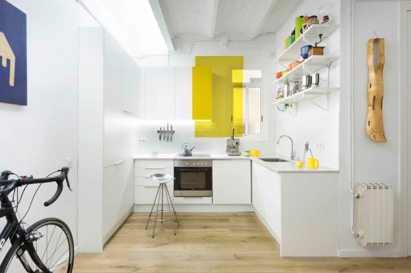 белая угловая маленькая кухня
