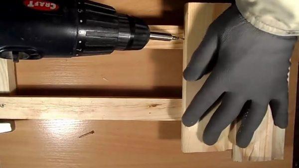 способ крепления саморезов к дереву