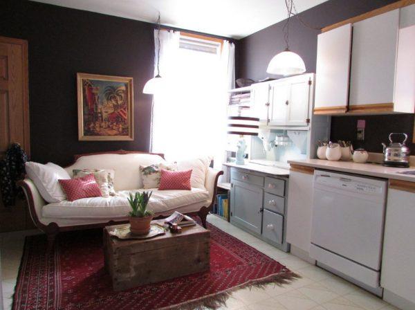 интерьер барокко кухни с диваном