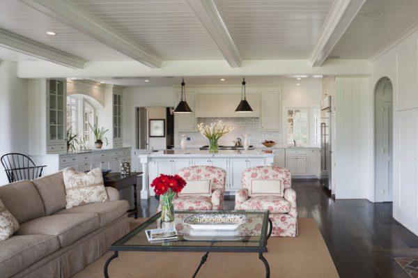 диван с креслами в кухне гостиной