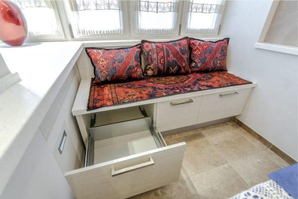 диван на кухню с выдвижными ящиками